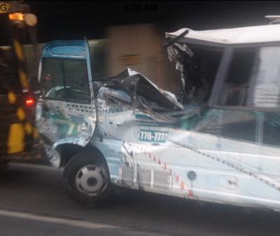 Minibus Nahulog sa Skyway