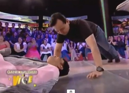 Sen. Trillanes' Push-Ups with Vice Ganda