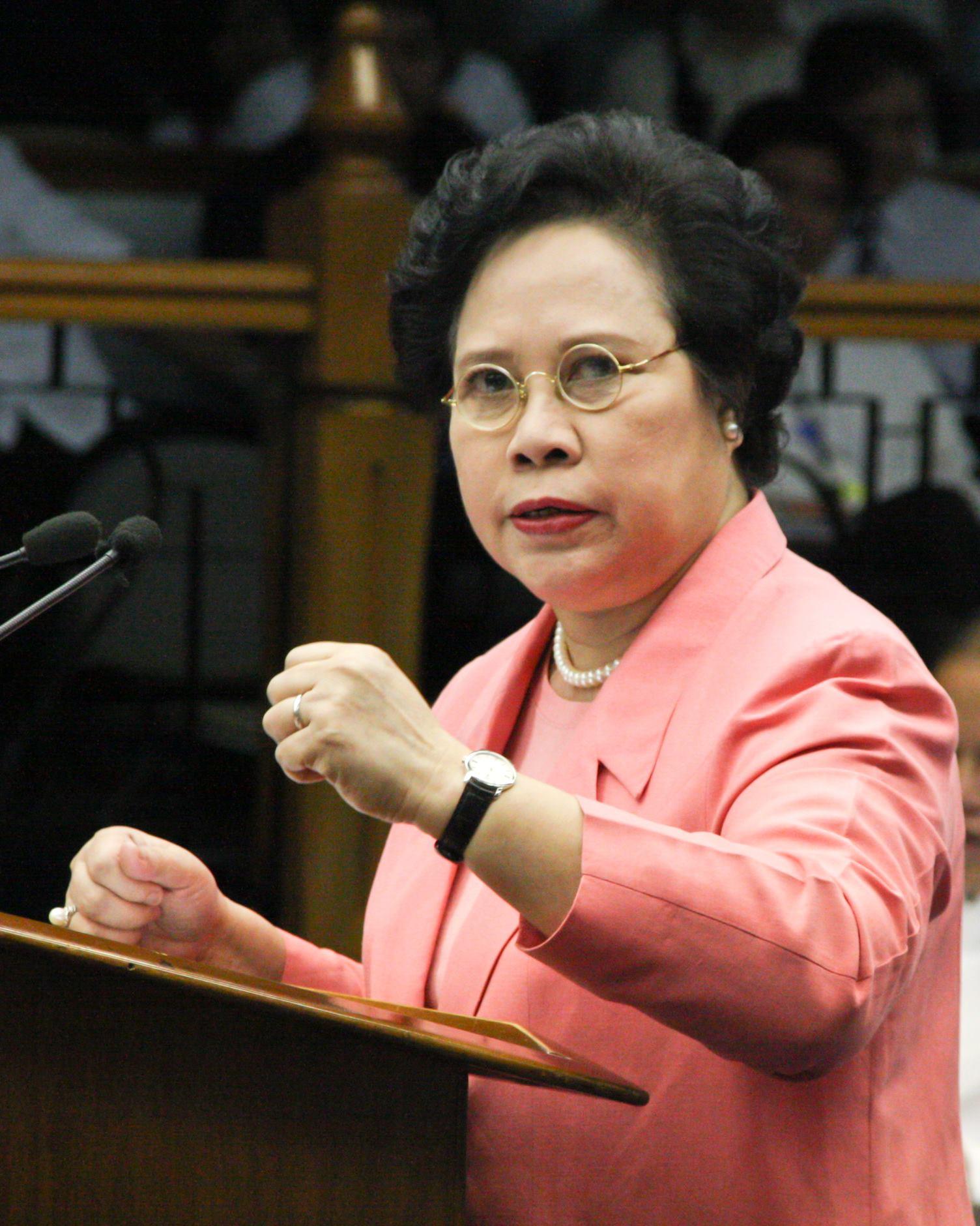 Miriam Santiago: I have lung cancer